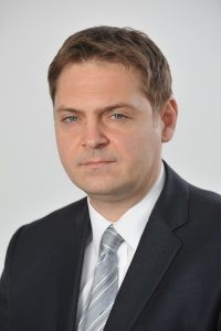 Adrian-Rus-Liderul-diviziei-de-Preuri-de-Transfer-din-cadrul-EY-Rom'nia-200x300